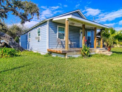 Photo for Dog-friendly, multi duplex w/front porch, shared barn, grill - close to downtown