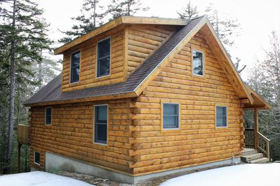 Clean and quiet log cabin with all of the amenities!