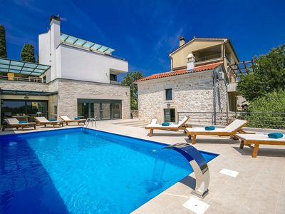 Photo for Modern villa with guest house, private pool, jacuzzi and sauna, 10 km from Pula