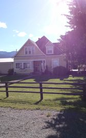"""Scenic Serenity"" Down on the Farm Relaxation with breathtaking mountain views"