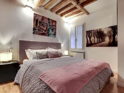 Photo for Apartment on the ground floor with Wi-Fi, ideal for couples, between Arsenale and San Marco