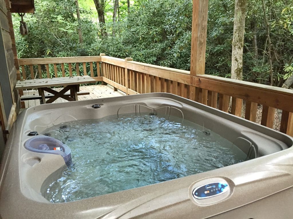 Rustic log cabin with hot tub internet and privacy near for Log cabin with hot tub one night stay