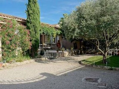 "Photo for Villa Hortensia ""Lilas"" ideally located in the heart of Provence."