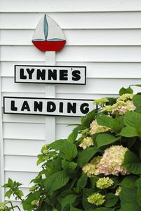 Welcome to Lynne's Landing on Lake Ontario in Point Breeze!