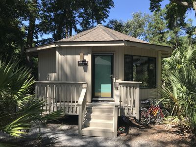 Updated and Cozy Sea Pines Cottage with Lagoon View - 5 minute walk to beach