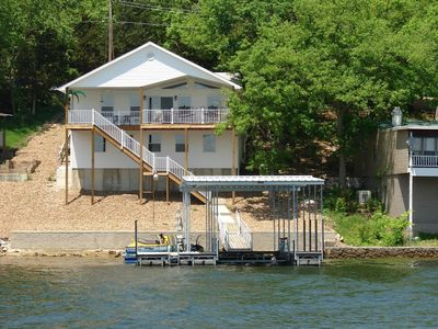 Enjoy Breathtaking Views At This Relaxing Large Family-Friendly Lakehome