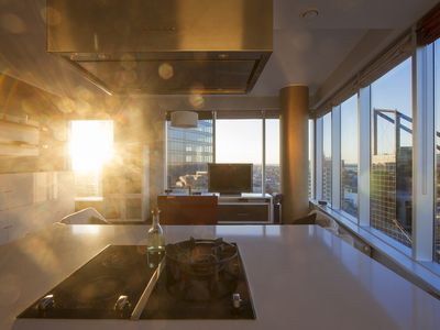 Photo for Skyscraper apartment with spectacular view!