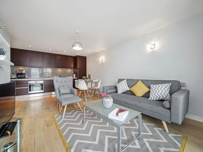 Photo for Stunning Apartment. Brand new listing, sleeps 6 with secure underground parking!