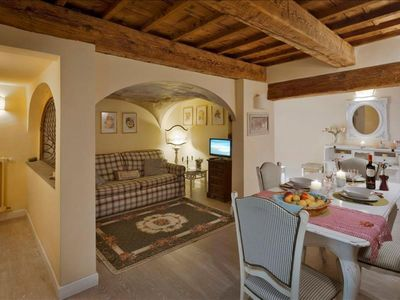 Photo for Spacious Beatrice  apartment in Duomo with WiFi, air conditioning & balcony.