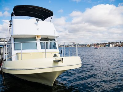 Photo for Cutesy Houseboat with Panoramic views of Seattle from heart of city