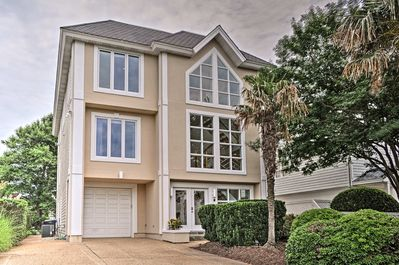 Visit Virginia Beach in style at this 4-bedroom, 3.5-bath vacation rental house!