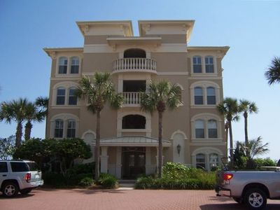 Photo for Gorgeous Penthouse, steps from the ocean, perfect for families!