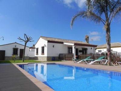 Photo for holiday home with private pool, for 6 persons, 5-10min to the beach and Conil, with WiFi and Aircon and bicycles.