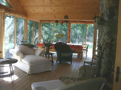 Huge screened porch to read & nap. Fireplace & farm table for 14! Views of lake