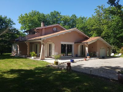 Photo for Near the ocean and the pine trees : lovely villa in a huge fenced garden