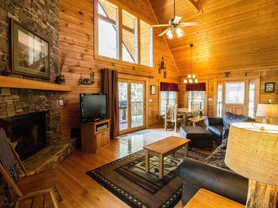 Photo for 10% BACK TO SCHOOL SPECIAL 7/6-8/30 3-nts or more Pigeon Forge, Pool Table, Jacuzzi, WiFi, Hot Tub