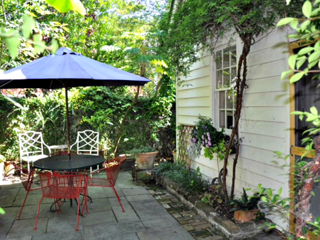 Downtown Charleston Carriage House - VRBO