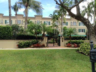 Photo for NO RED TIDE!!! PERFECT  LOCATION - 4th Ave., S - Walk Everywhere!