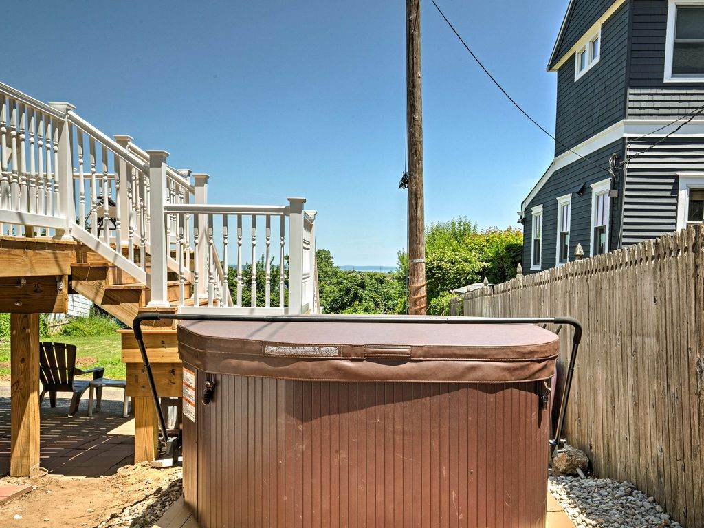 NEW! Seaside House w/Jacuzzi Near Sandy Hook Beach