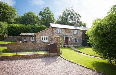 Photo for 2 The Oaks, 19th century sandstone cottage in a peaceful location between Hereford and Ross-on Wye.