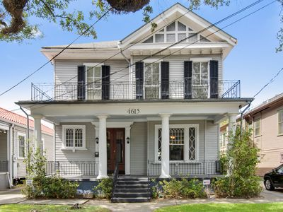 4 Bedrooms - Sleeps 8+ - On the Streetcar Line - Mid-City Manor
