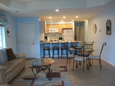 Photo for FREE NITE *Sleeps 8 - Great HH Location* 3 Bd/3ba* CLOSE TO POOL!