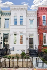 Photo for Luxury Historic Row House, 2 Blocks to Convention Center & Metro