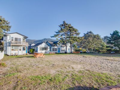 Photo for Family and dog-friendly oceanfront getaway w/ shared patio - close to the beach