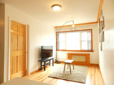 Photo for Spacious Woodside room close to all transporations