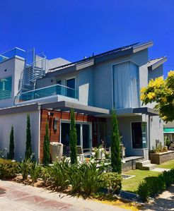 Modern extremely admired/complimented home in the middle of Coronado Village