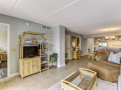 1st Floor 2 Bedroom/2 Bath condo on the oceanfront of Amelia Island, FL.  Unit accommodates up to 6 guests and comes fully equipped & all linens.  Features 600' one of a kind fishing pier.  Large pool , private fishing pier and tennis courts.