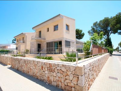 Photo for Mediterranean Villa (35 meters from the beach)