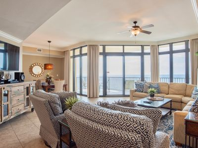 Gorgeous condo with great updates and super clean! Awesome 5th floor location!