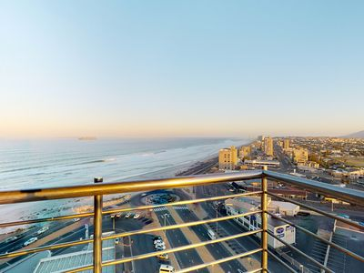 Photo for High-rise gorgeous apartment with ocean views, shared pool and beachfront