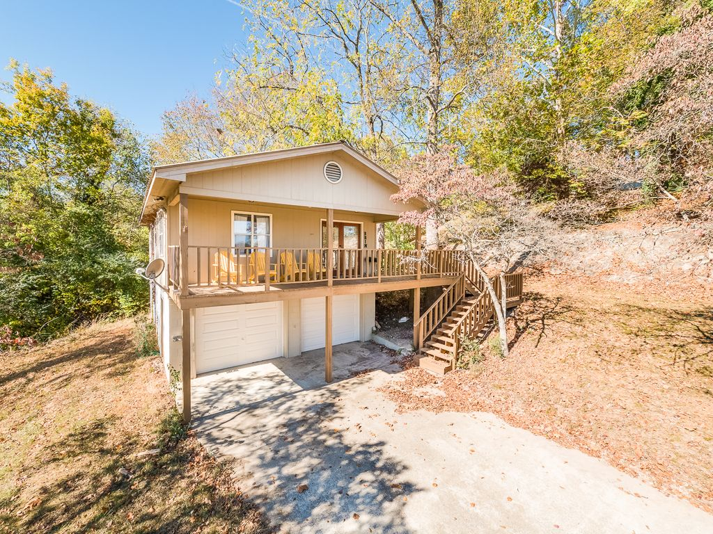 Dayton tn chattanooga vacation rentals brim house for Fishing cabins in tennessee