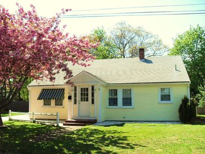 1.5 BATH 3 BEDROOMS  CAPE COD HOME - WALK TO (DOWNTOWN) HARBOR & RESTAURANTS
