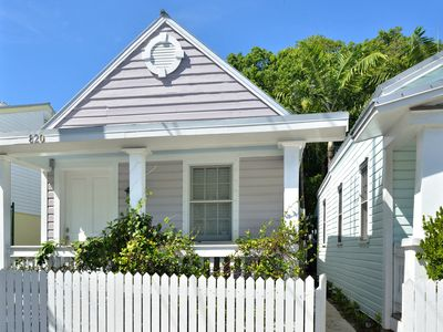 """""""STONE'S THROW"""" ~ 2 Bedroom Cottage with Shared Pool, its a PERFECT LOCATION!"""