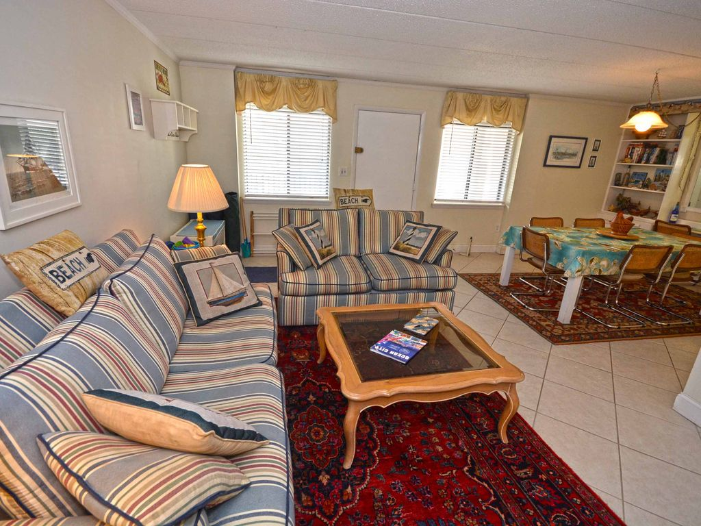 Cozy Cute 2 Bedroom Condo With Free Wifi And Unique Decor Located Midtown On The Ocean Block And Just A Short Walk To The Beach Midtown Ocean City