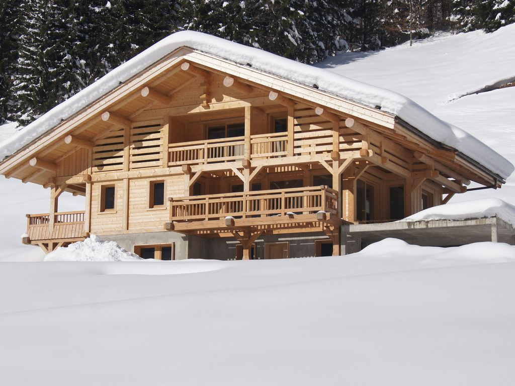 Appt ds chalet nuovo un 39 atmosfera moderna sci golf for Piani chalet sci