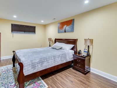 Photo for Escape to our Cozy 2 Bed Rm Unit in Alexandria, VA