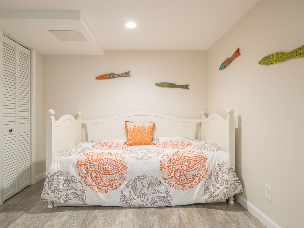 #704: newly renovated home; perfect modern getaway. Game Room!