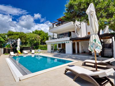 Photo for Charming Villa, quiet location, stunning view and infinity pool is all you need