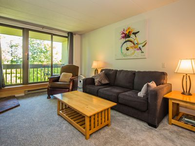 Pinnacle E23 is  newly renovated 3 bedroom/2 bath condo conveniently located on the shuttle bus route
