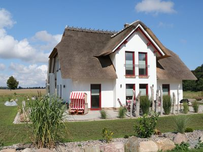 Photo for Modern spacious cottage under thatch with fireplace, sauna, wireless and u. water nearby