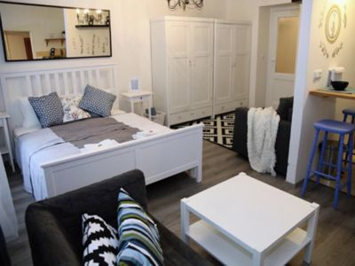 Photo for Super Charming Apartment - Sleeps 4 - Excellent Location! - Great Amenities!