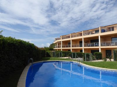 Photo for Beautiful apartment sleeping 6 with pool, parking and wifi - 10 mins from beach