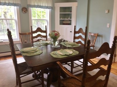 Dinning room for larger groups. table expands to seat 6-8 people.