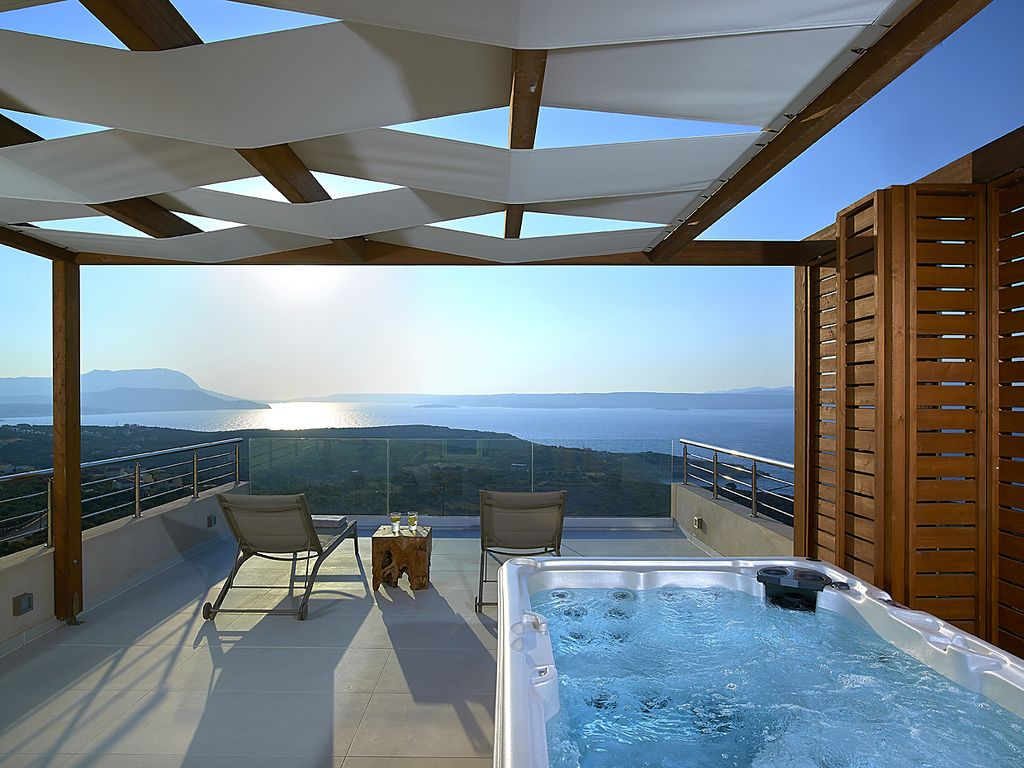 Modern villas with magnificent sunsets directly from the - Jacuzzi de exterior ...