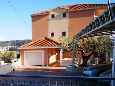 Photo for Three bedroom apartment with balcony and sea view Trogir (A-18045-a)