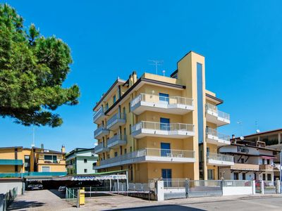 Photo for One bedroom Apartment, sleeps 5 in Lido di Jesolo with Air Con and WiFi